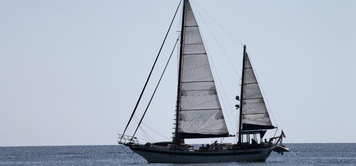 Comment réussir un voyage en voilier en famille ?
